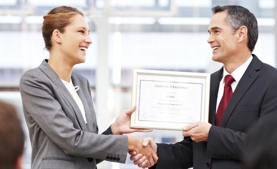 img_como_premiar_a_los_mejores_empleados_41512_orig
